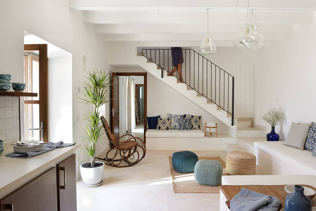Espacio bajo la escalera 8 ideas para aprovecharlo al for Amenagement salon avec escalier
