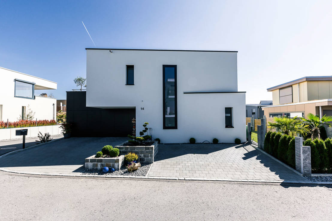Modernes traumhaus mit highlight im keller for Modernes traumhaus