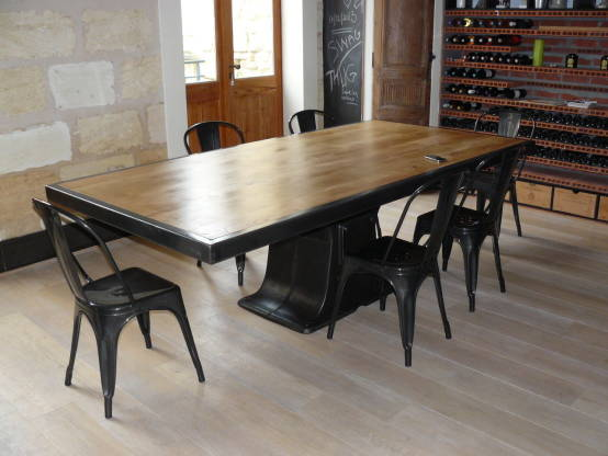 Table industrielle pied central fonte - Table de salle a manger style industriel ...