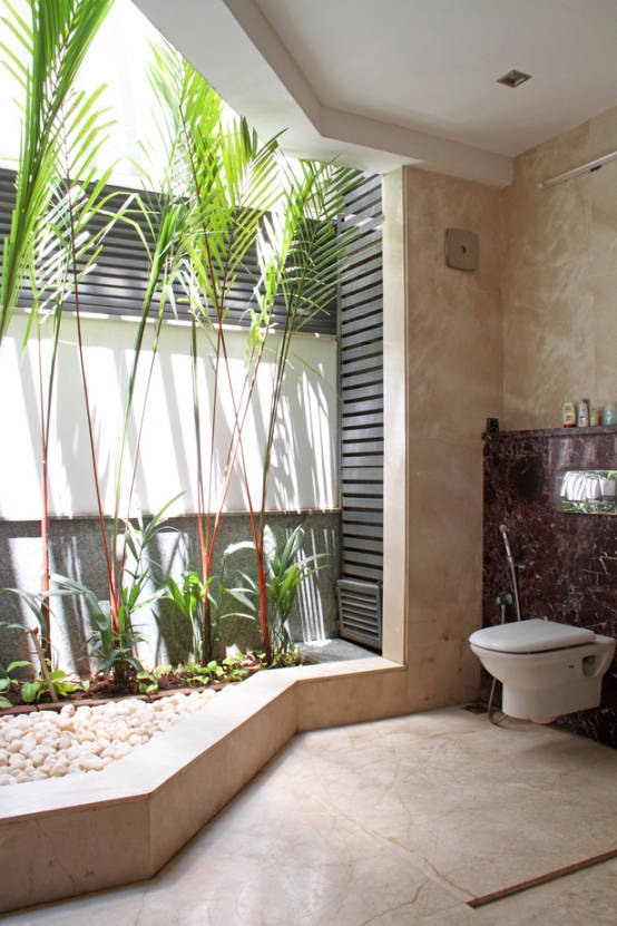 RESIDENCE FOR MRS. & MR. VASUKI RAJAGOPALAN : Modern bathroom by Muraliarchitects