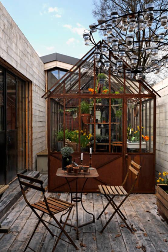 Easy steps to build the perfect greenhouse - Serre maison du monde ...