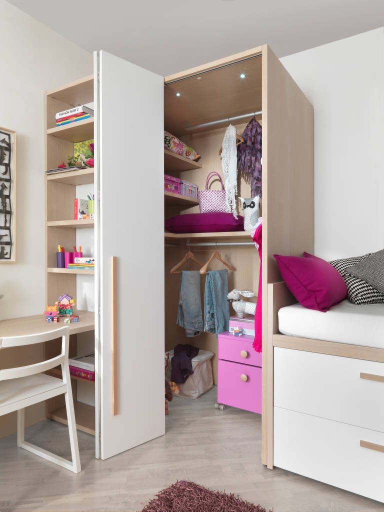 modern kinderzimmer bilder begehbarer kleiderschrank mit faltt r homify. Black Bedroom Furniture Sets. Home Design Ideas