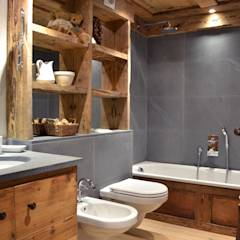 Chalet - Megeve Fr: Bagno % in stile % {style} di {professional_name}