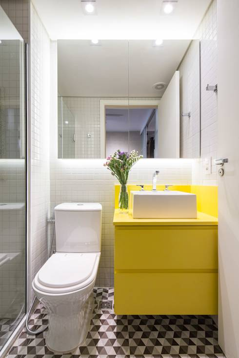 Modern Bathroom by Semerene - Arquitetura Interior