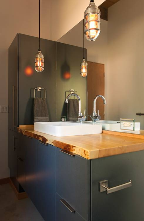 bad design decisions to avoid in your small bathroom. Black Bedroom Furniture Sets. Home Design Ideas