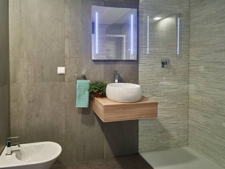 Modern Bathroom by ClickHouse