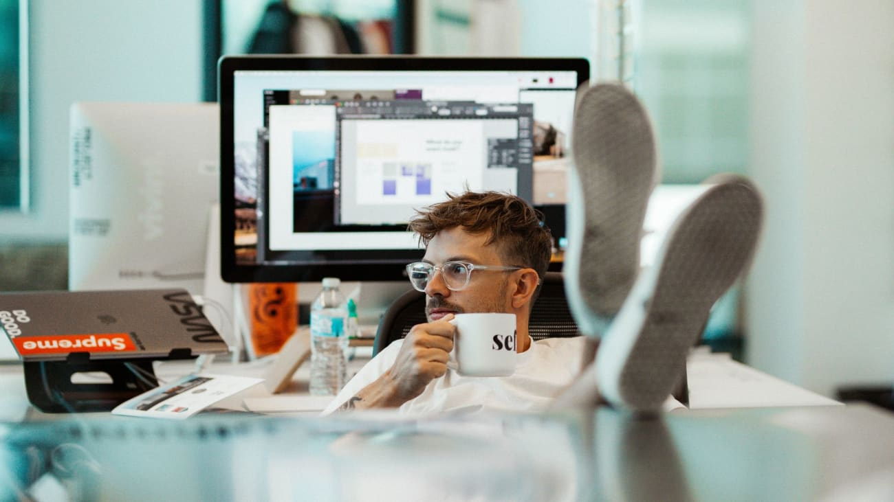 HoneyBook Blog: Web/Graphic Designers' Secret Weapon for Growing Their Business - Photo by Jj Mendez