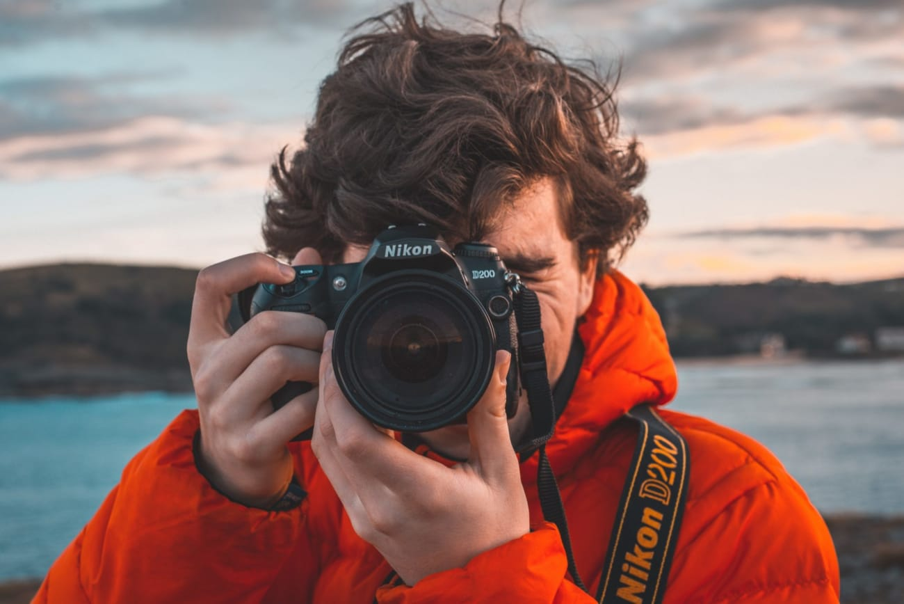 Photographers' 5 Biggest Business Mistakes - HoneyBook blog post - img by guillermo-sanchez