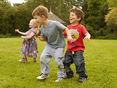 young children team building fun