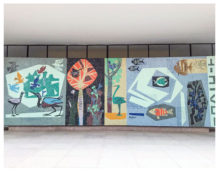 Muralista Bramante Buffoni na Casa Modernista
