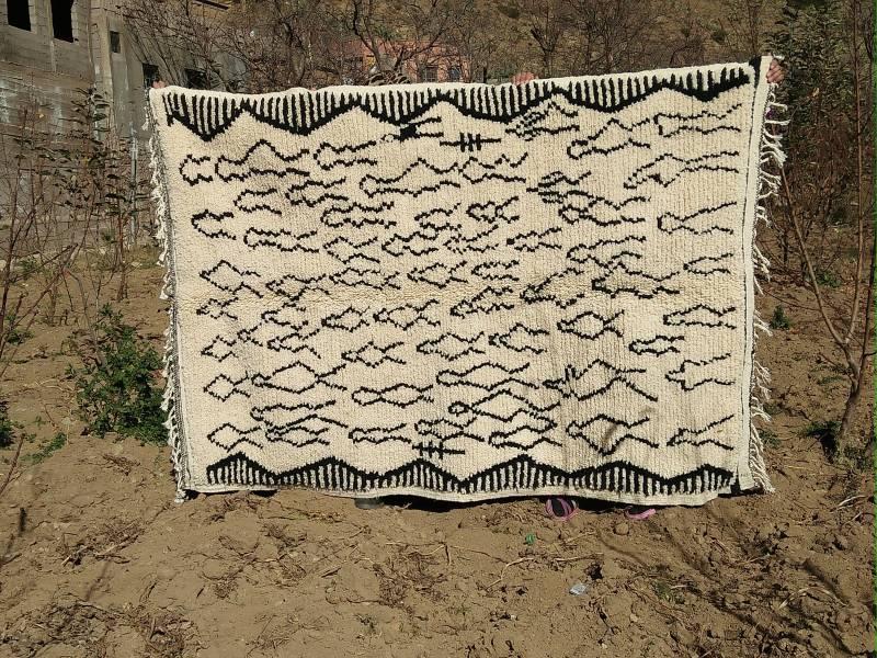 Black, White Pile knot