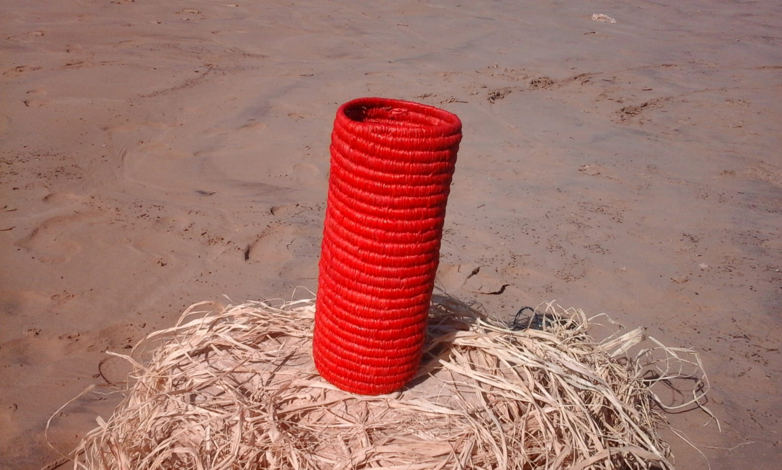 Bottle cover Dyed rafia fibers Red Morocco