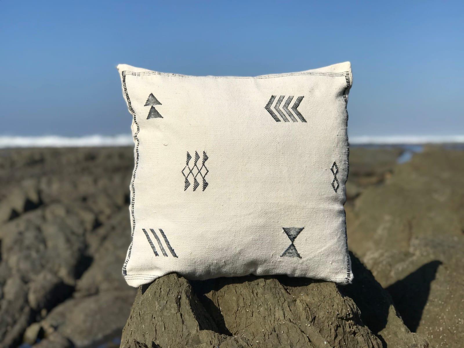 Pillow Sabra Black, White Morocco