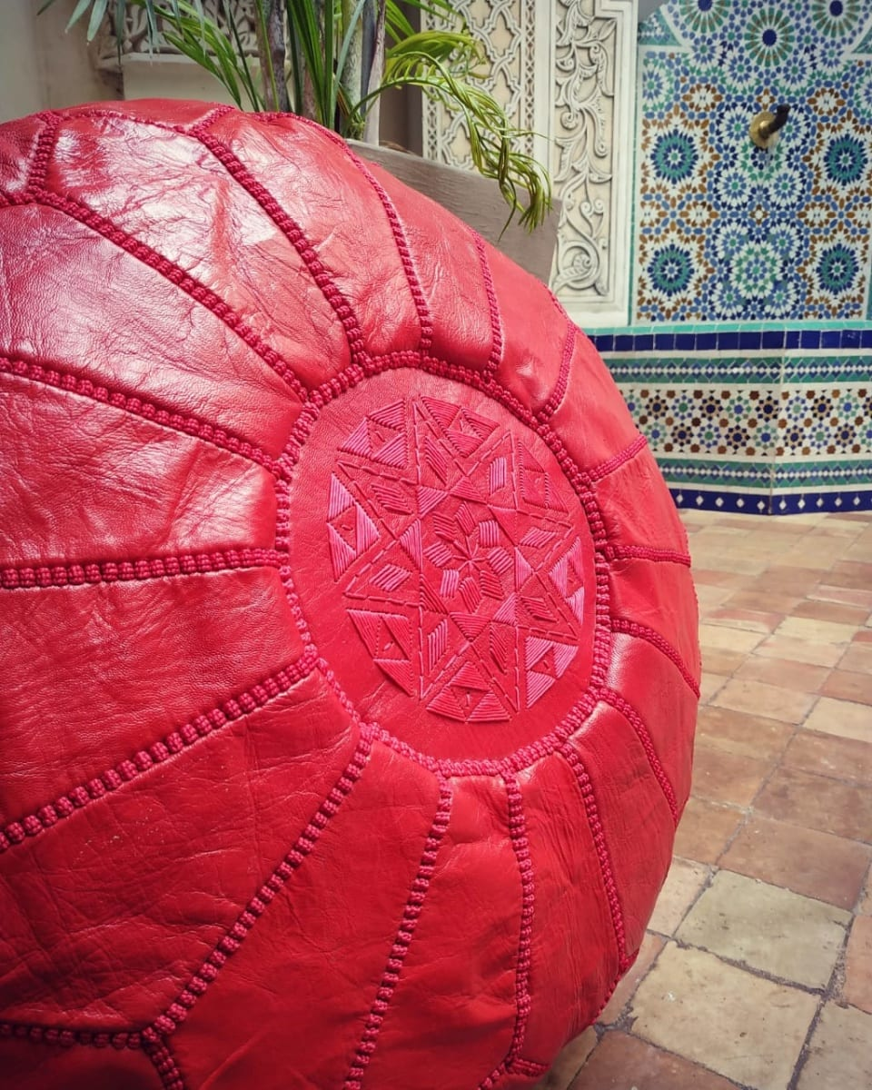 Pouf leather and Sabra silk Red Morocco