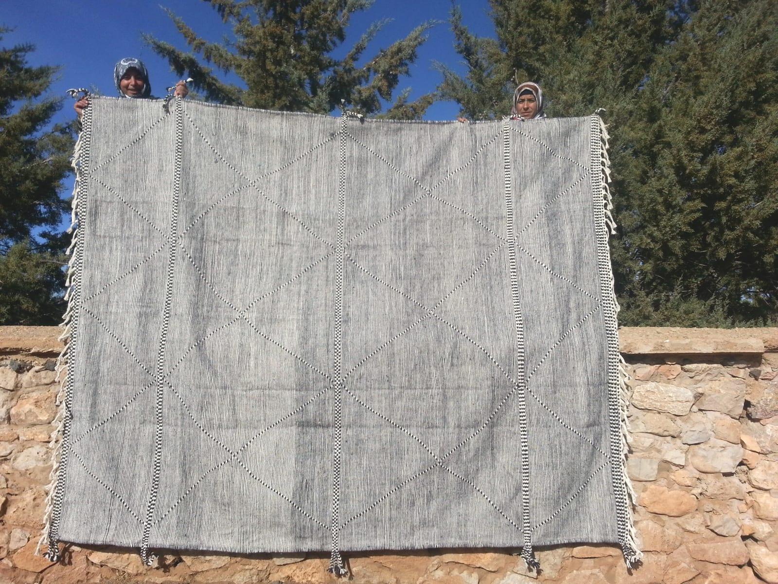 Hanbel Almabroum and Sda Black, White Morocco