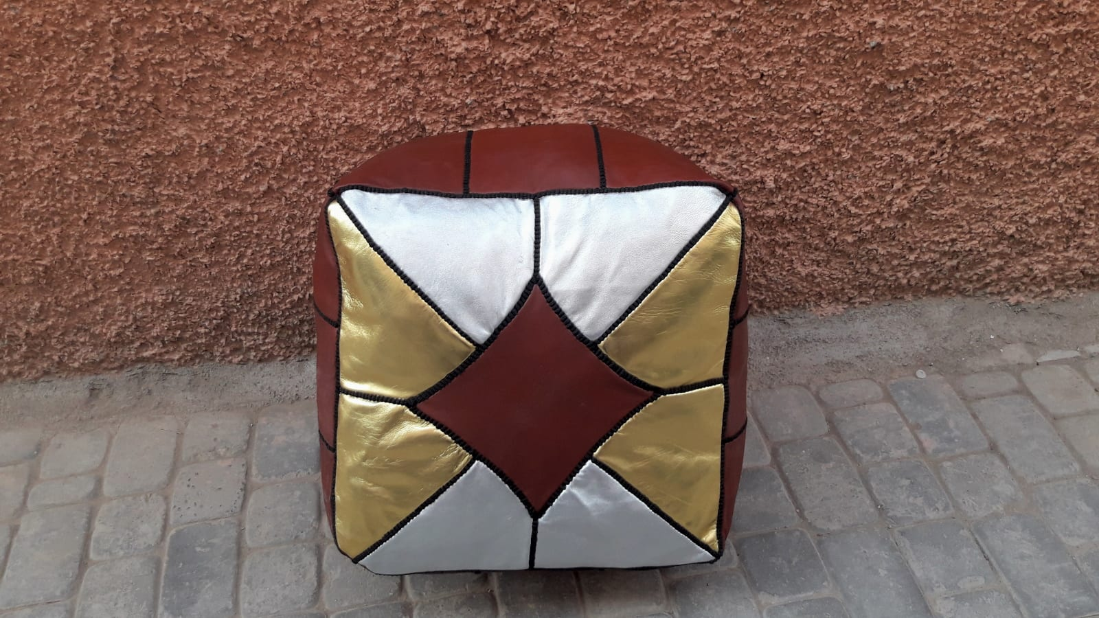 Pouf leather and Sabra silk Colored Morocco