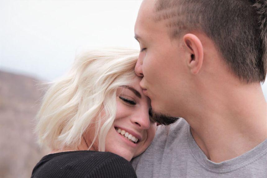 Homme Cancer et Femme Bélier : Compatibilité Amoureuse ?