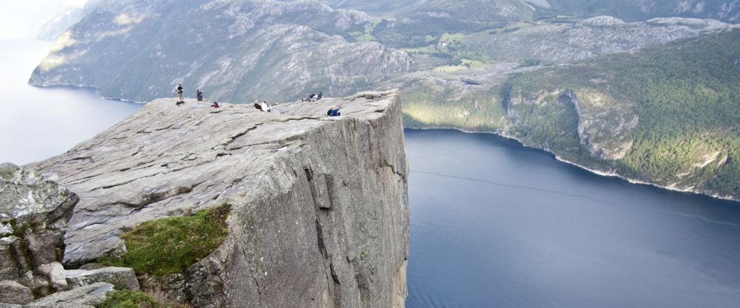 The iconic Pulpit Rock rises 600m above the Lysefjord. Go on a hike to fully experience the spectacular views.