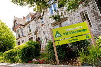 YHA Swanage : Exterior View of the YHA Swanage hostel in England