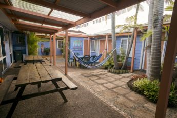 Port Macquarie YHA - Ozzie Pozzie Backpackers : Outdoor area