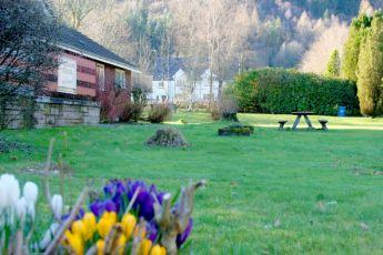 Inveraray : Our front garden