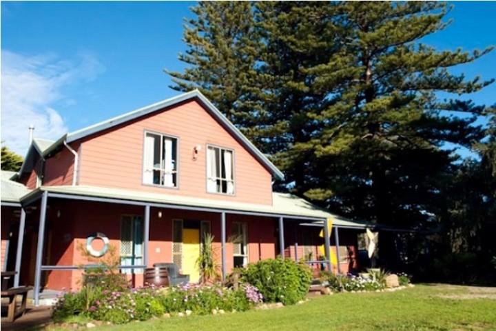 imgdunsboroughbeachhouseyhaentrance, bayside beach house dunsborough, beach house dunsborough, beach house dunsborough accommodation