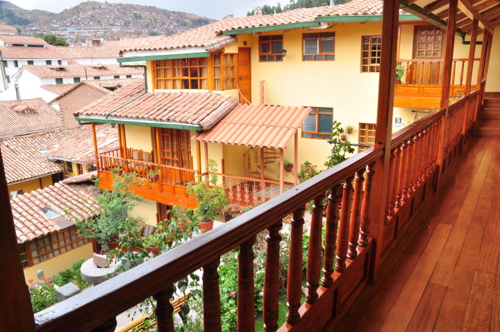 View over courtyard at Cusco - Hostel Amaru hostel rooms in Peru