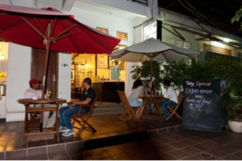Phnom Penh - Me Mates Place :