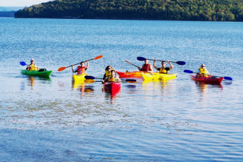 HI - Cape Breton : Hostel guests kayaking on the lake