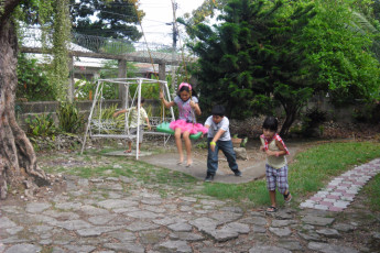 Cebu City - Four Reasons Place : Children playing on swing at Four Reasons Place
