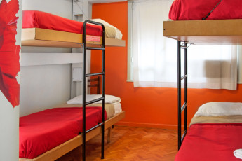 Buenos Aires - Hostel Suites Florida : Red dorm room in Hostel Suites Florida