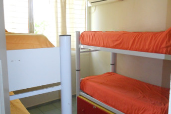 Mendoza -    Hostel Suites Mendoza : Hostel dorm with two bunkbeds in Hostel Suites Mendoza, Argentina