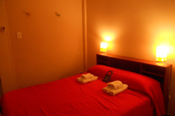 Mendoza -    Hostel Suites Mendoza : Hostel bedroom with two bunkbeds in Hostel Suites Mendoza, Argentina