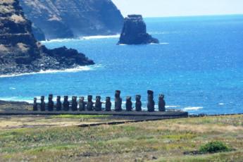Easter Island - Kona Tau : Easter Island Heads, Kona Tau, Chile