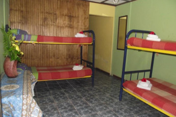Easter Island - Kona Tau : Inside a dorm room, with two bunk beds in Kona Tau hostel