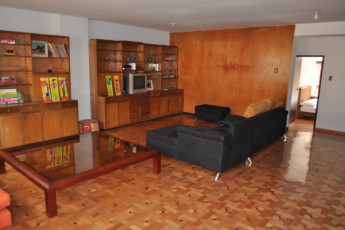 Bogota - La Pinta Hostel : La Pinta Hostel Bogota common room with sofa and TV