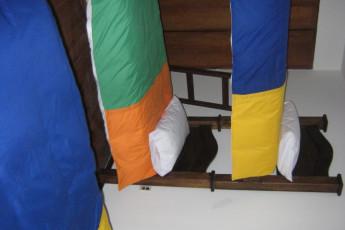 Bogota - La Pinta Hostel : La Pinta hostal literas y una cama individual en un dormitorio