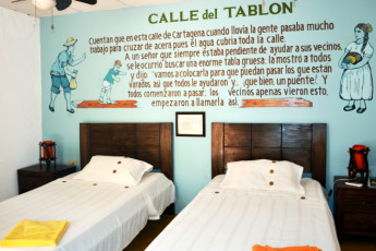Cartagena - El Viajero Hostel : El Viajero Hostel private dorm room with two single beds