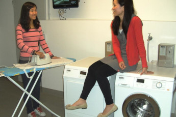Koln - Pathpoint Cologne : Two female guests in laundry room at Koln Pathpoint Cologne