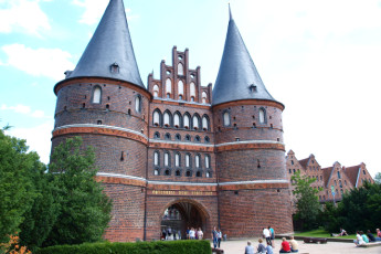 Lübeck - Vor dem Burgtor : the Holsten Gate in Lübeck