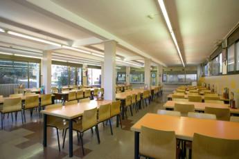 Barcelona - Mare de Deu de Montserrat : dining room at Mare de Deu de Montserrat hostel