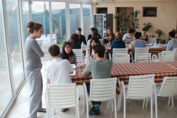 Dubrovnik : Youth Hostel Dubrovnik guests in the dining area