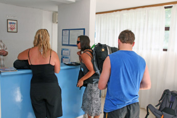 Dubrovnik : Youth Hostel Dubrovnik guests checking in a the reception