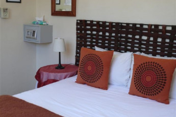 Cape Town - A Sunflower Stop : Double room in Cape Town A Sunflower Stop