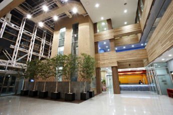 Hi Seoul YH : Reception and entrance hall at HI Seoul Youth Hostel