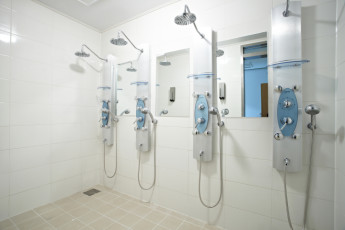 Hi Seoul YH : Shower room at HI Seoul Youth Hostel