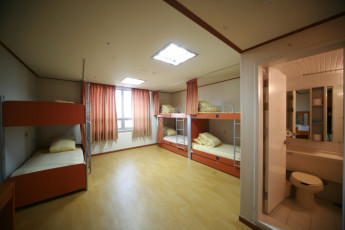 Seoul YH : Dorm room with en suite bathroom in Seoul International YH