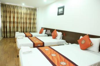 Hanoi - Rendezvous Hotel : Dorm room with single beds at Hanoi Rendezvous Hotel