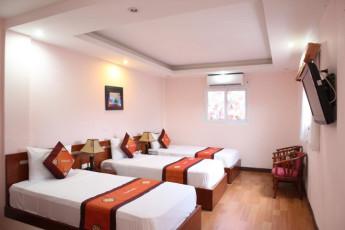 Hanoi - Rendezvous Hotel : Dorm room with single beds and tv at Hanoi Rendezvous Hotel