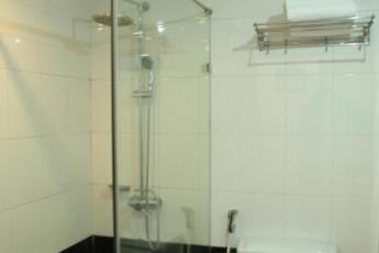 Hanoi - Rendezvous Hotel : Bathroom at Hanoi Rendezvous Hotel